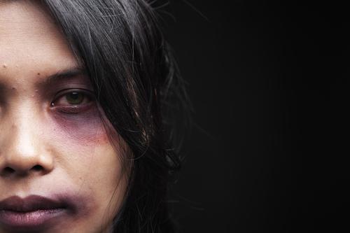 Violences conjugales : les 18-25 ans  échappent au repérage