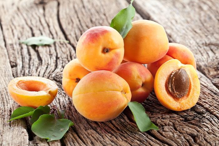 Un homme intoxiqué au cyanure avec des noyaux d'abricots