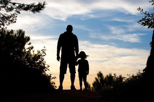 Obésité : le poids du père influence celui des filles