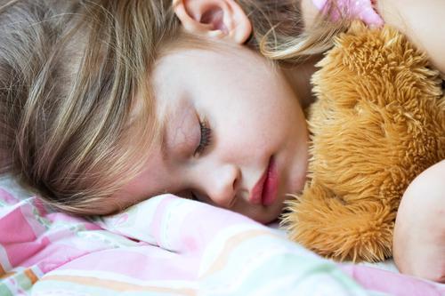 Addictions : les enfants en manque de sommeil sont plus à risque