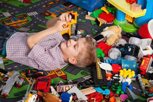 Pourquoi donner nos vieux jouets aux enfants peut être dangereux ?
