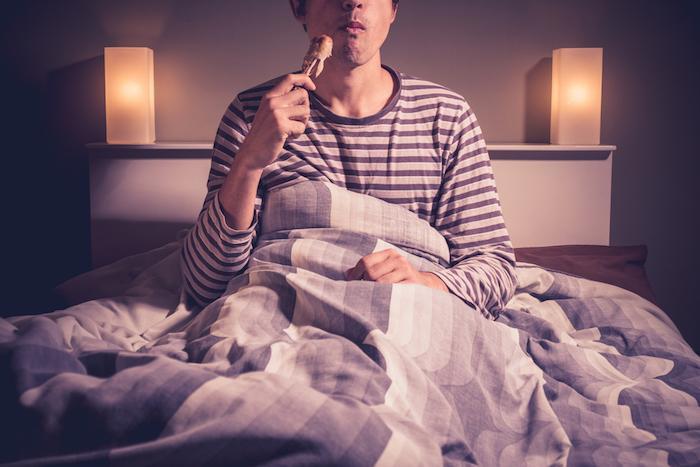 Sommeil : dormir plus pour grossir moins