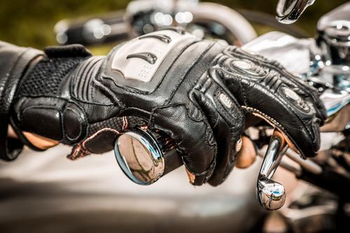 Sécurité routière : une campagne pour les gants en deux-roues