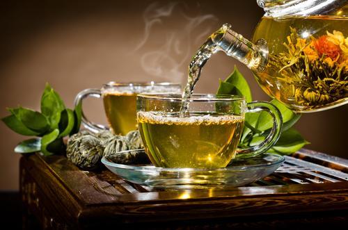 Boire du thé chaud augmente les risques de cancer de l'oesophage