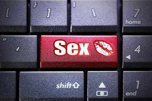Pornographie : un ado sur deux consulte les sites