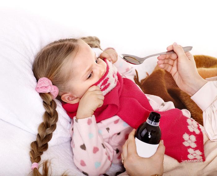 Médicaments : quels sont ceux à éviter pour les enfants ?