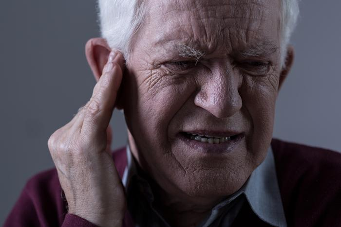 Un petit appareil de stimulation efficace contre les bourdonnements d'oreilles