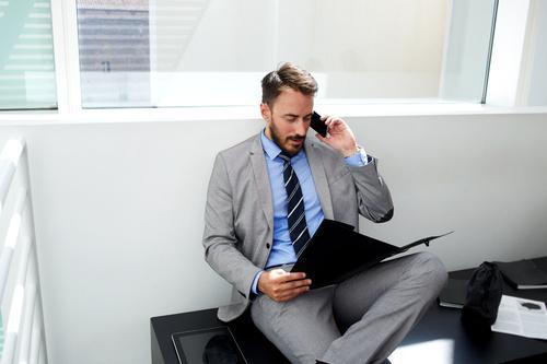 Téléphone portable : un employé indemnisé pour une tumeur cérébrale