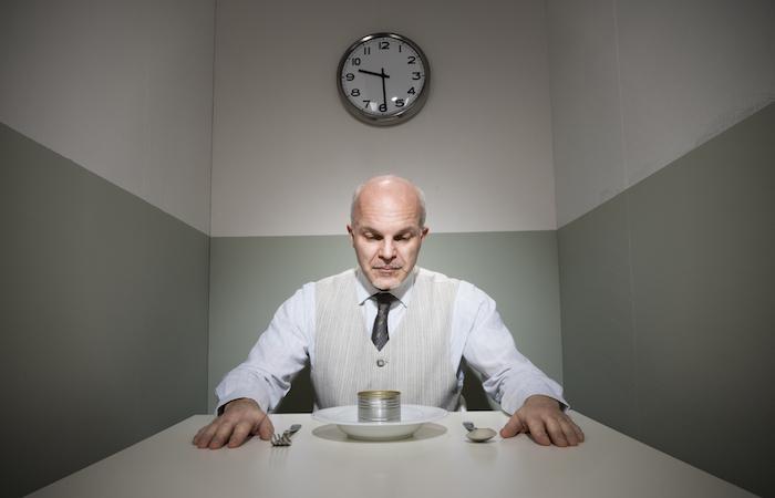 Retrouver l'appétit en mangeant devant un miroir