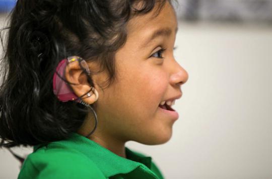Surdité de l'enfant : l'OMS prône un dépistage plus précoce