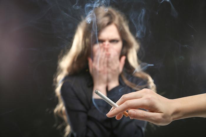 tabagisme passif un europ en sur quatre expos au travail. Black Bedroom Furniture Sets. Home Design Ideas