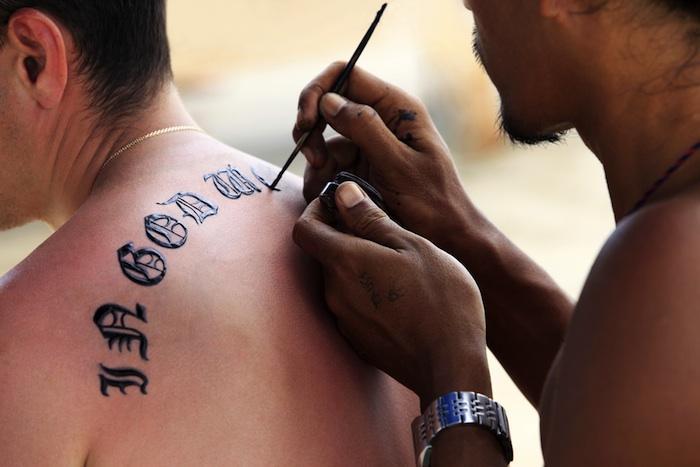 Henné noir : des tatouages qui laissent des marques