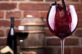 La taille des verres à vin multipliée par 8 en 400 ans, mais beaucoup plus grave, la taille des assiettes a doublé en plus de 50 ans