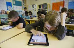 L'enfant face aux écrans : éduquer...