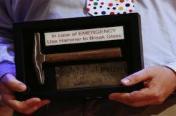 Boire rend irrésistible : une équipe française reçoit l'anti-Nobel