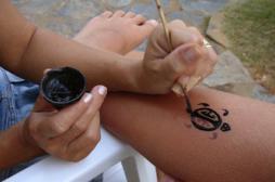 Eczéma : le danger des tatouages noirs au henné