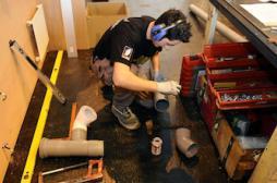 Amiante : deux plombiers exposés sur trois ne se protègent pas