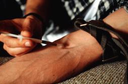 Des antidouleurs à l'héroïne, un risque d'escalade réel