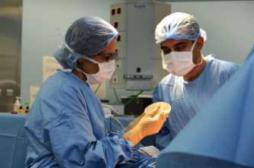 Implants mammaires : l'ANSM passe en revue les risques
