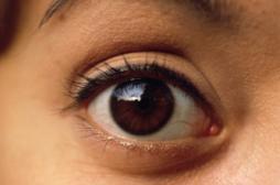 Lire la douleur dans les pupilles d'un patient