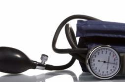 Hypertension : l'auto-mesure fait baisser la pression et les coûts