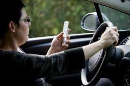 Les femmes abusent des SMS au volant