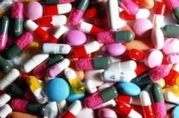 Des médecins dressent la liste des 151 médicaments essentiels