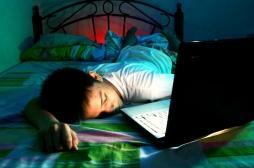 Le temps passé devant les écrans le soir aurait peu d'impact sur le bien-être des ados