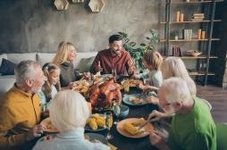Entre respect des gestes barrière et émotion des retrouvailles, le casse-tête de l'organisation d'un repas avec ses proches