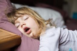 Ronflement des enfants : les conséquences sur leur comportement liées à une modification de la structure du cerveau