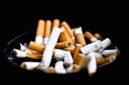 Tabac : deux fois moins de fumeurs aux Etats-Unis qu'en France