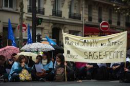 Sages-femmes : 1 maternité sur 2 touchée par la grève