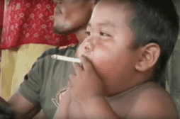 Indonésie : l'ancien bébé fumeur se porte bien