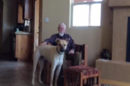Alzheimer: Charles Sasser retrouve la parole grâce à son chien