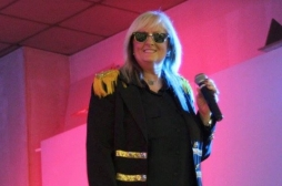 Véronique Sanson annule onze concerts à cause de son cancer des amygdales