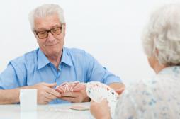 AVC : jouer aux cartes pour réussir sa rééducation
