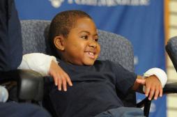 Zion Harvey : le fabuleux destin du plus jeune greffé des 2 mains