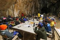 """Confinés 40 jours dans une grotte : """"Au moment de sortir on a eu l'impression qu'on nous enlevait quelque chose..."""""""