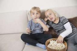Obésité : les enfants qui mangent en famille, 40% moins à risque