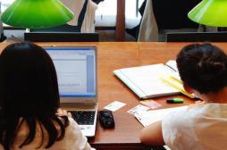 Les études retardent la maternité