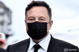 Elon Musk fait quatre tests antigéniques: deux sont positifs et deux négatifs