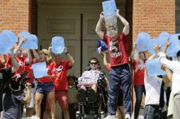 Maladie de Charcot : l'Ice Bucket Challenge finance une découverte majeure