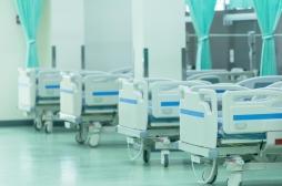 Coronavirus : le nombre de personnes hospitalisées baisse pour la première fois en France