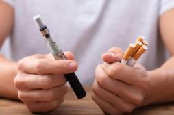 AVC : un risque accru chez les fumeurs de cigarettes traditionnelles et électroniques