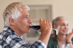 Un composé présent dans le vin rouge permettrait de vieillir en bonne santé