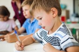 Les enfants scolarisés tôt ne gardent pas longtemps leur avantage