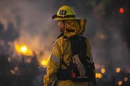 Les pompiers sont exposés à de nombreux produits chimiques que l'on ne le pensait