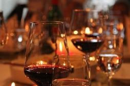 Vrai ou faux : boire du vin protège-t-il contre la Covid-19 ?