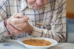 Qu'est-ce que la dysphagie, cette maladie rare qui empêche d'avaler ?