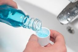 Covid-19: les bains de bouche réduiraient la charge virale de 99,9 %